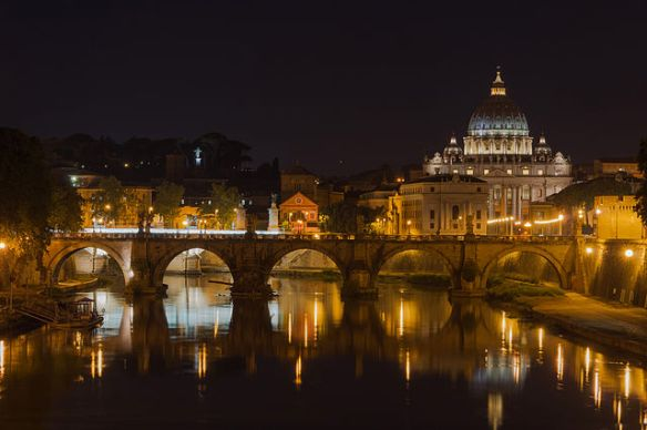 Saint_Peter's_Basilica,_Sant'Angelo_bridge,_by_night,_Rome,_Italy