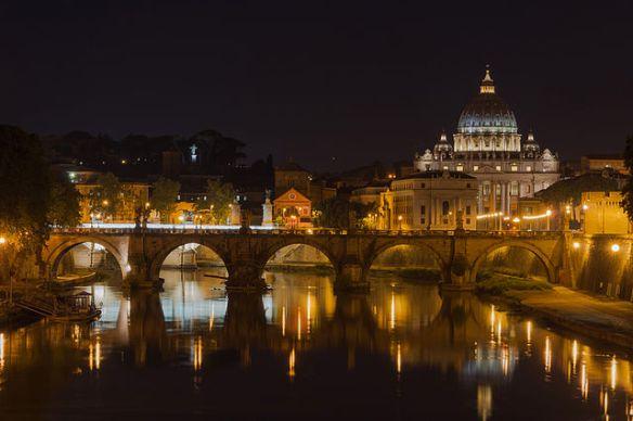 Saint_Peter's_Basilica,_Sant'Angelo_bridge,_by_night,_Rome,_Italy